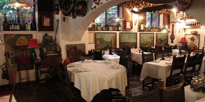 Interior 2 of La Taverna Ristorante Italiano, Tsim Sha Tsui, Hong Kong