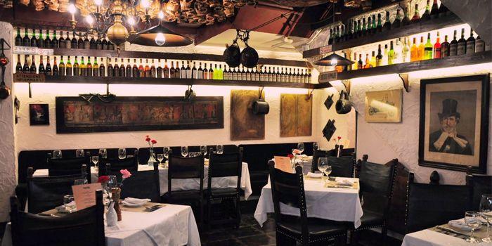 Interior of La Taverna Ristorante Italiano, Tsim Sha Tsui, Hong Kong
