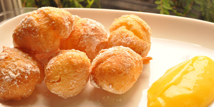 Doughnuts with Lemon Curd from Lolla along Ann Siang Road, Singapore