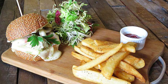 Veggie Burger, Artichoke Canteen, Ap Lei Chau, Hong Kong