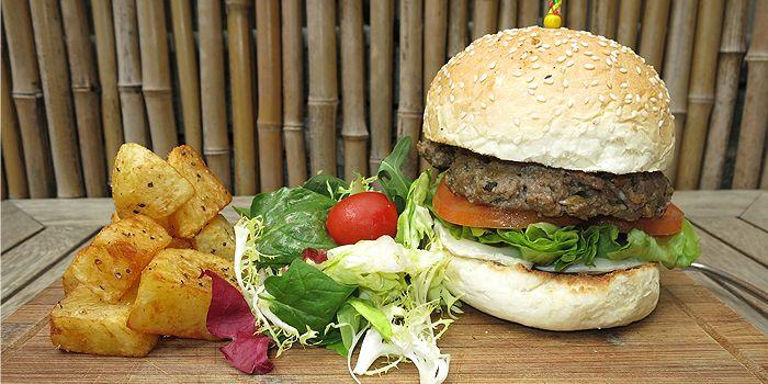 Aberdeen Burger, Aberdeen Street, Central, Hong Kong