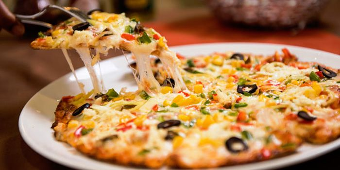 Indian Hut Pizza from Myra (Indian Pur Vegaterian Restaurant) on Sukhumvit soi 22