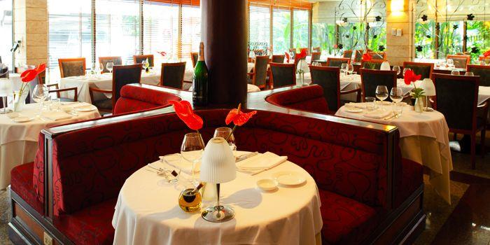 Dining Area of Gianni Ristorante in Ploenchit, Bangkok
