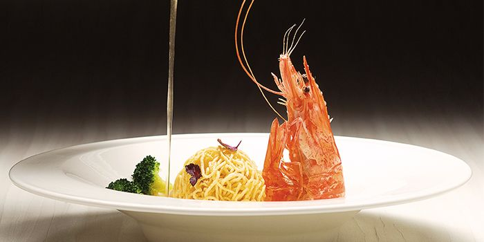 Fried Live Prawn from Yàn in National Gallery Singapore at City Hall, Singapore