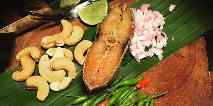 Fried Mackerel from The Never Ending Summer in Charoen Nakorn Road, Bangkok