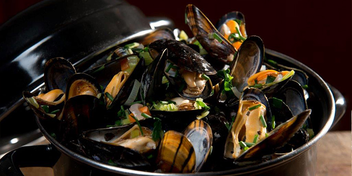 Black Mussels, Orange Tree, LKF, Hong Kong