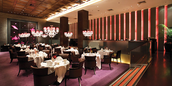Interior of Crystal Jade Golden Palace in Orchard, Singapore
