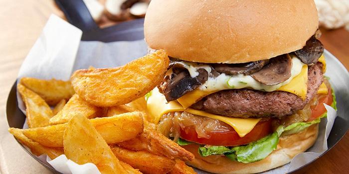 Signature Burger from Bakerzin @ United Square in Novena, Singapore