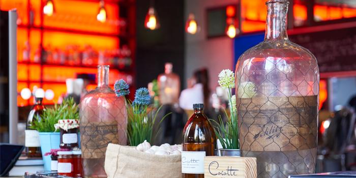 Atmosphere of Cocotte Farm Roast & Winery on Sukhumvit Soi 39, Bangkok