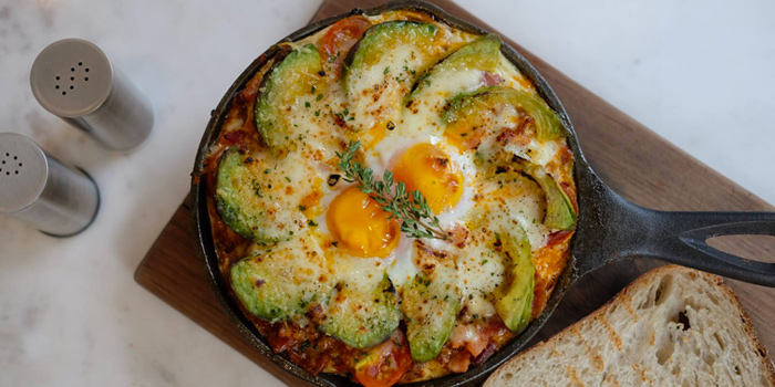 Baked Egg with extra avocado & smoke ham from Toby