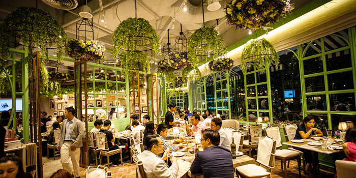 Atmosphere from  Audrey Cafe des Fleur at The EmQuartier, Bangkok