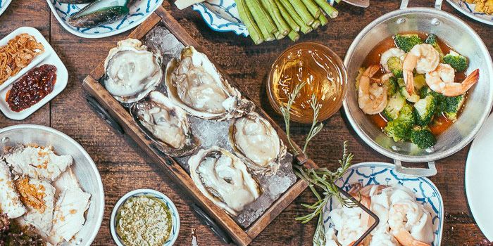 Fresh Oysters from Laemgate Infinite at SJ Infinite One Business Complex in Chatuchak, Bangkok
