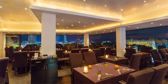 Dining Area of The 9th Floor restaurant & bar in Sky Inn Condotel Patong Kathu Phuket, Thailand