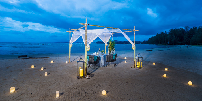 Dining on the Beach of Phuket Marriott Resort and Spa, Nai Yang Beach, Phuket, Thailand.