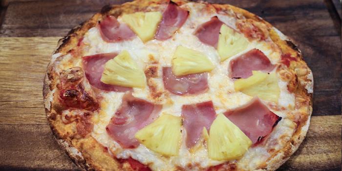 Hawaiian Pizza from Pizza King Sukhumvit 49 in Sukhumvit Soi 49, Bangkok