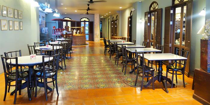 Restaurant Atmosphere of OSHA Thai Restaurant & Bar in Phuket Town, Phuket, Thailand