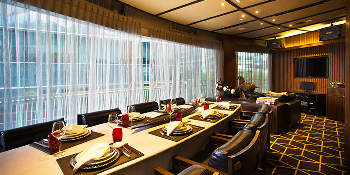 Dining Area of Tóng Lè Private Dining at OUE Tower in Raffles Place, Singapore