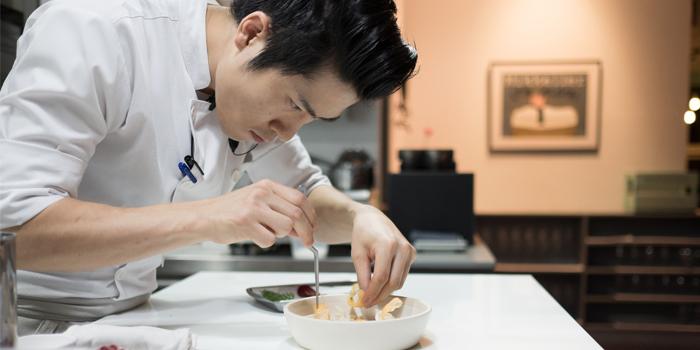 Chef In Action from Upstairs Mekkeller Bangkok in Ekkamai Soi 10, Bangkok