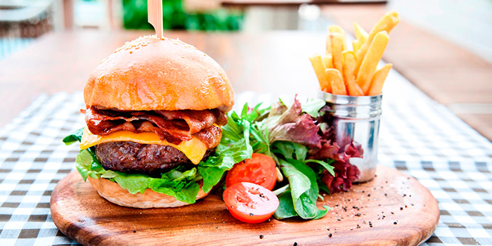Signature Burger from Privé Orchard in Orchard Road, Singapore