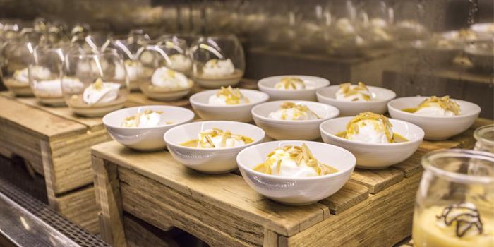 Buffet Line Dessert Station from Goji kitchen + Bar at Bangkok Marriott Marquis Queen