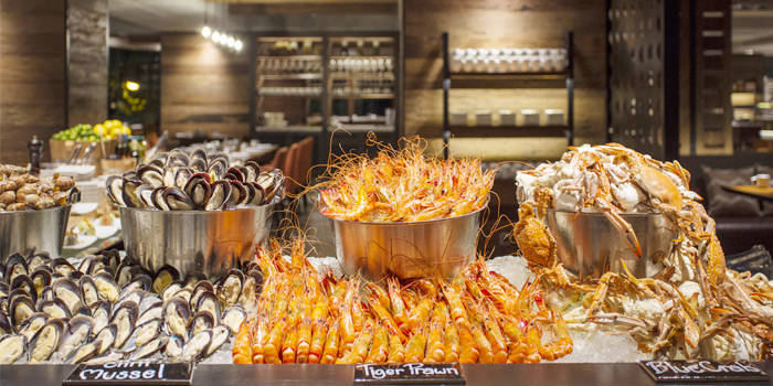Buffet Line Seafood Station from Goji kitchen + Bar at Bangkok Marriott Marquis Queen