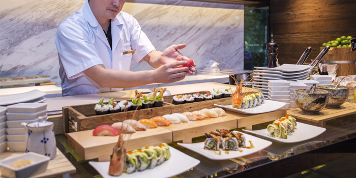 Buffet Line Sushi Station from Goji kitchen + Bar at Bangkok Marriott Marquis Queen