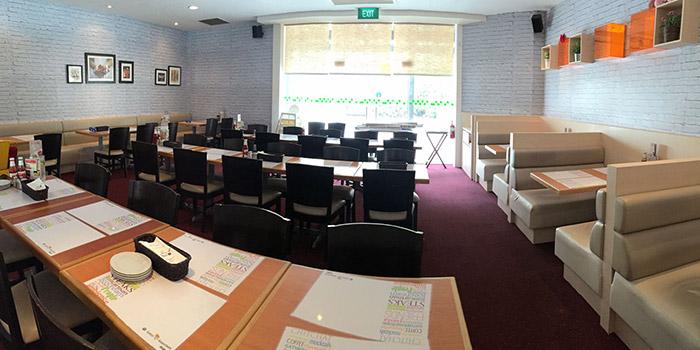 Interior of Eatzi Gourmet Bistro (SAFRA Yishun) in Yishun, Singapore