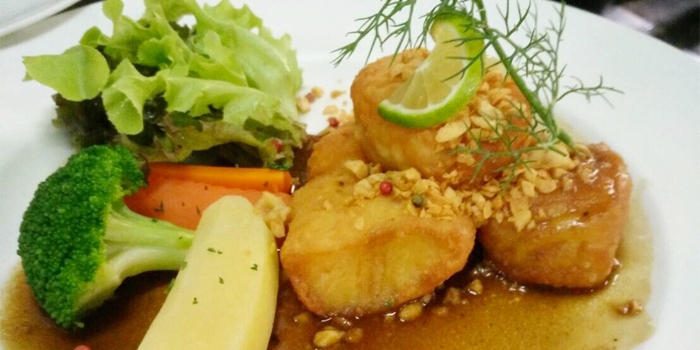 Coquilles Sanit-Jacques a la provencale ou au gratin from Lyon French Cuisine at Soi Ruam Rudee 2, Pholenchit Road, Bangkok