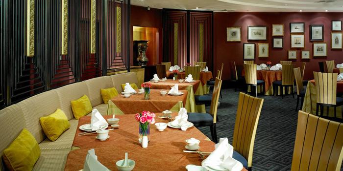 Dining Area from Silk Road at Plaza Athénée Bangkok, A Royal Meridien Hotel, Bangkok