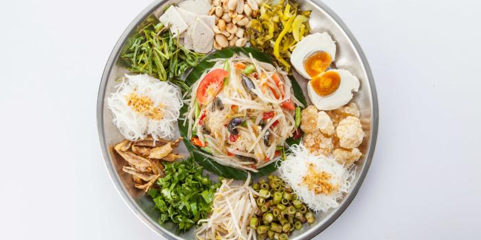 Spicy Papaya Salad with Condiment from Zabtaetae Thai Spicy Restaurant in Maung, Phuket, Thailand