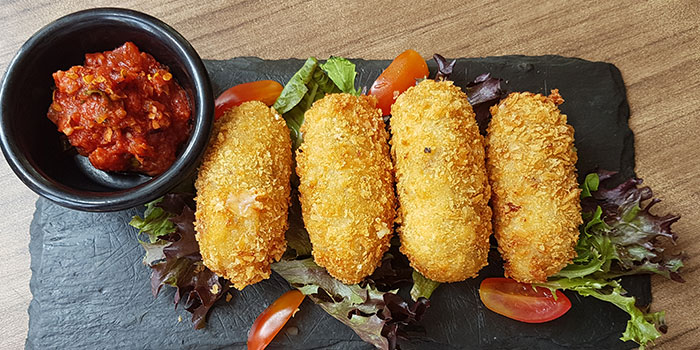Mozzarella Cheese Dips from The Wallich.Grill.Bar.Lounge in Tanjong Pagar, Singapore