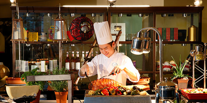 Live Carving Station of Cafe Swiss in Swissotel The Stamford, Singapore
