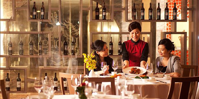 Interior of Loong Yuen Cantonese Restaurant, Tsim Sha Tsui, Hong Kong