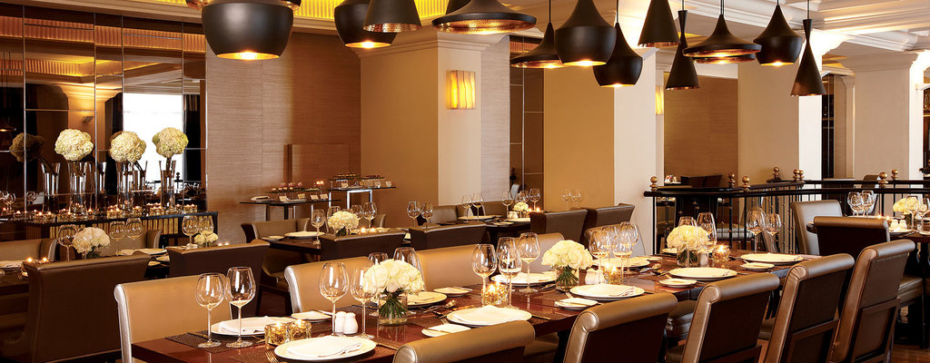 International restaurant with warm and stylish ambiance around the hotel