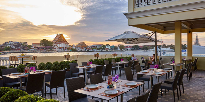 Outdoor Dining Area from Mango Tree On The River at Yodpiman River Walk Shopping Paradise