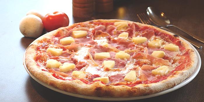 Hawaiian Pizza from Al Borgo @ Alocassia Apartments in Bukit Timah, Singapore
