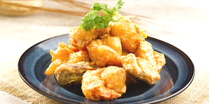 Crisp-Fried Crystal Prawn with Salted Egg Yolk from Crystal Jade Kitchen (Causeway Point) in Woodlands, Singapore