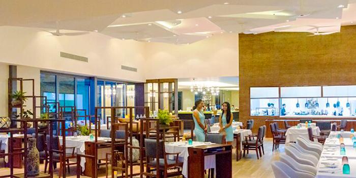 Restaurant Ambiance of etHo
