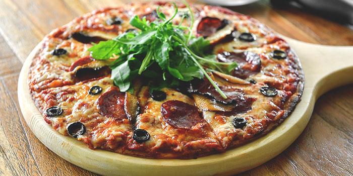 Serrana Pizza from Blue Lotus Mediterranean Kitchen & Bar in Queenstown, Singapore