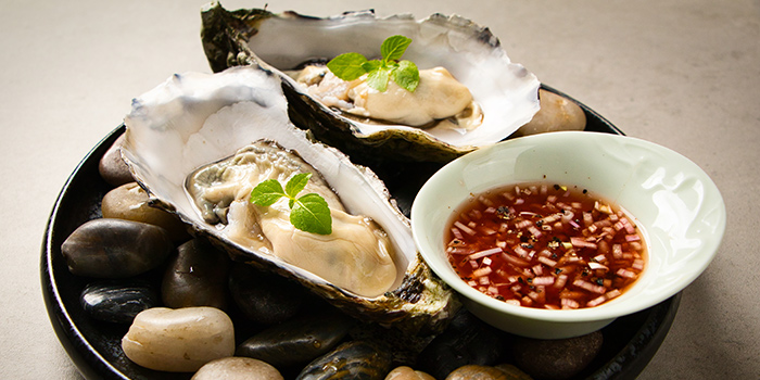 Live Oysters from Tang Restaurant and Bar in Keong Saik Road, Singapore