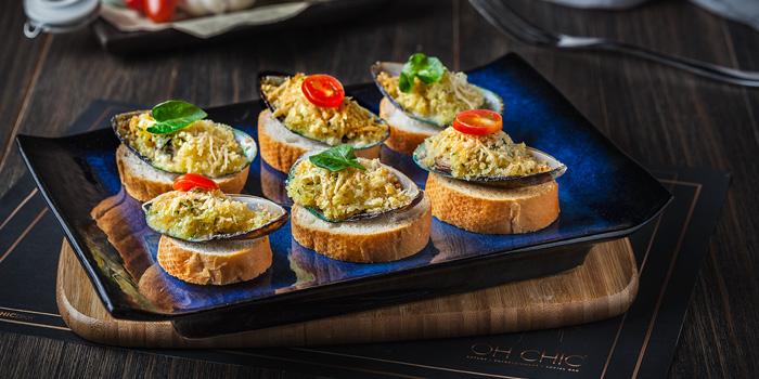 Baked NZ Mussle from Oh Chic Social Club & Eatery at Ekkamai 8/8 Sukhumvit 63 Prakanong Nua Wattana, Bangkok