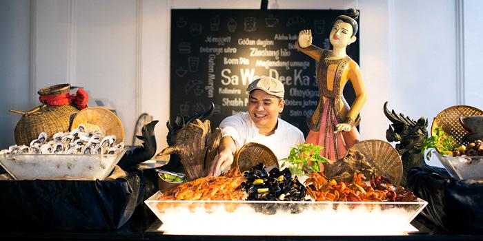 Fresh Seafood from Riverside Terrace at Anantara Riverside Bangkok Resort 257/1-2 Thonburi, Bangkok