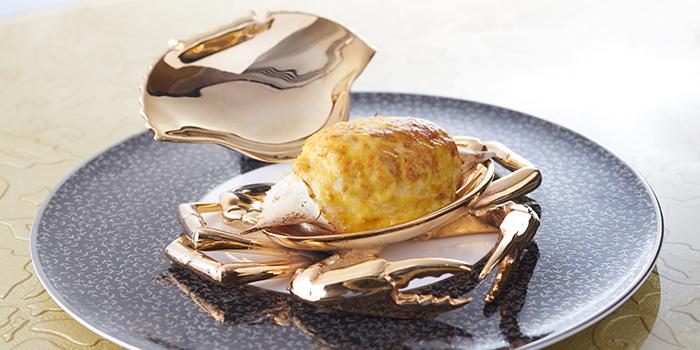 Baked crab meat and onion stuffed in crab shell, Hoi King Heen, Tsim Sha Tsui, Hong Kong