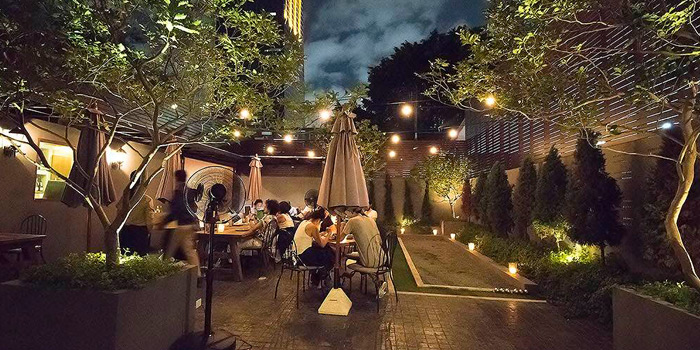 Outdoor Ambience from La Casa Nostra at 22 Sathorn 1 Alley Yak 2 (Soi Goethe) Thung Maha Mek Sathorn, Bangkok