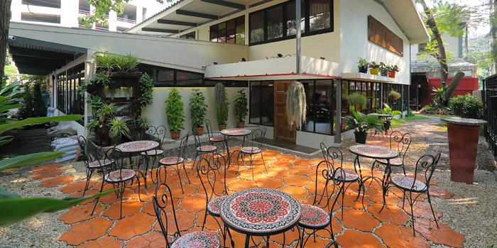 Outdoor Seating from Arroz Spanish Rice House at 112 Sukhumvit 53 Klongtan-Nua Wattana, Bangkok