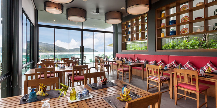 Restaurant-Atmosphere of Roy Dee Restaurant in Kata, Phuket, Thailand