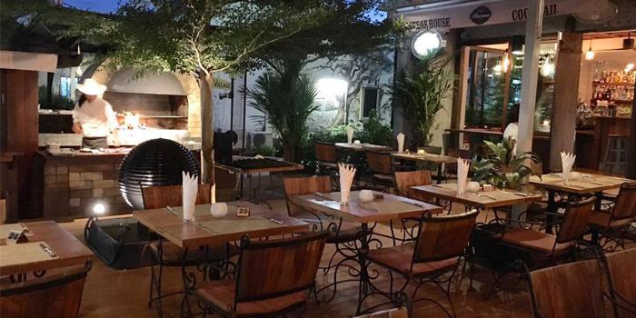 Restaurant-Atmosphere of La Cantina Steakhouse in Rawai, Phuket, Thailand.