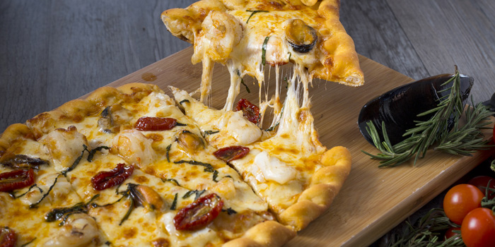 Seafood-Pizza from Sea Salt Lounge & Grill in Patong, Phuket, Thailand.