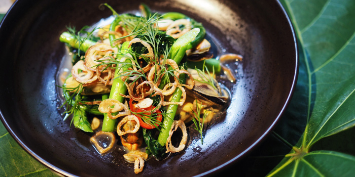Green Mussells with Kai Lan & Fried Shallots from Open Farm Community in Dempsey, Singapore
