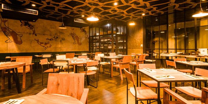 Ambience from Link Cuisine & Bar at Yen Akat Road, Chong Nonsi, Yan Nawa, Bangkok